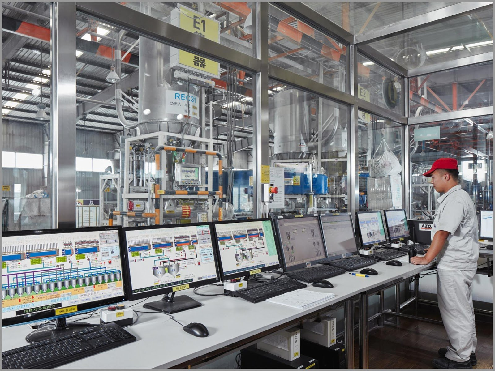 image4 (1)Operator leveraging advanced manufacturing control systems to minimize downtime and bad product